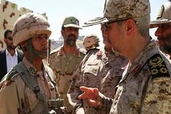 سرلشکر باقری از یگان های سپاه در مناطق و ارتفاعات مرزی غرب کشور بازدید کرد