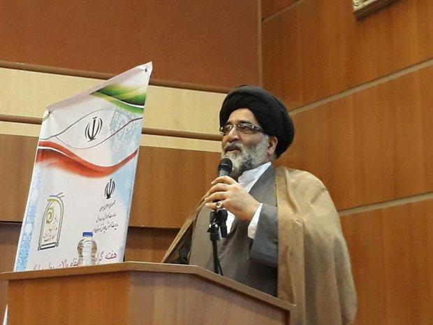 دشمن تنها در دخانیات و شبکه های ماهواره ای ایران را تحریم نمی کند