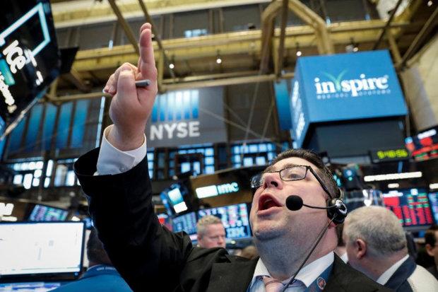 ارزش سهام والاستریت بالا رفت / دلار افت کرد
