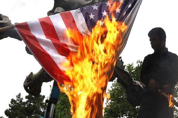 طلاب الجامعات الايرانية يضرمون النار بالاتفاق النووي