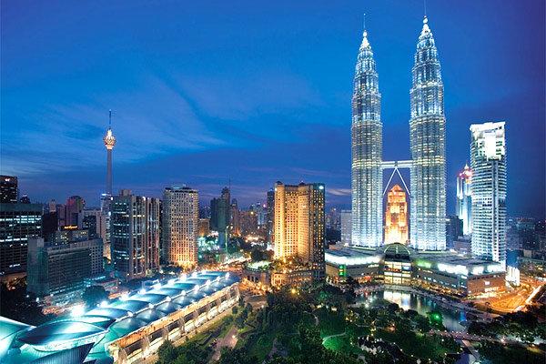 ماليزيا تصادر مقتنيات بقيمة 273 مليون دولار لرئيس الوزراء السابق