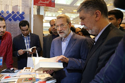 بازدید لاریجانی از نمایشگاه کتاب