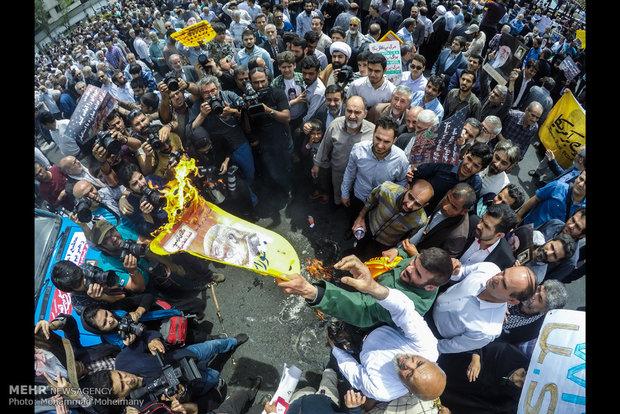 تظاهرات شعبية عقب صلاة جمعة طهران تنديدا بقرار ترامب