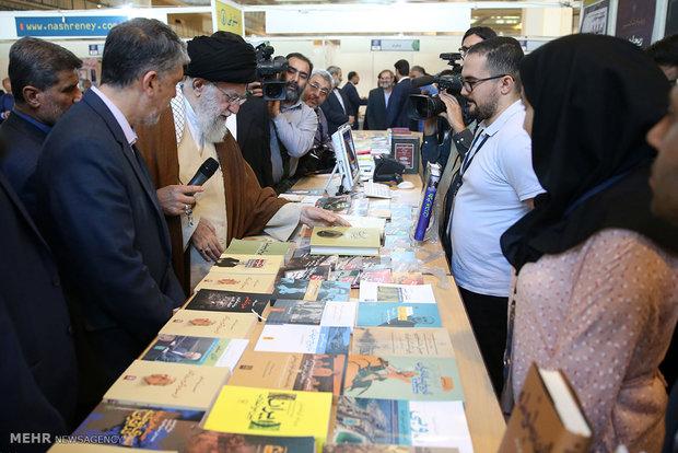 بازدید رهبر انقلاب از سی و یکمین نمایشگاه بینالمللی کتاب تهران.