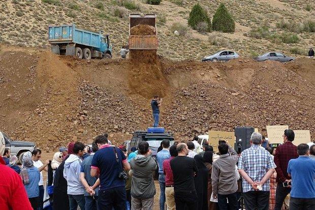کامیونهایی برای حمل سیلاب/ شاهوار را خامفروشی میکنند