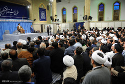 Leader receives participants at Intl. congress on Shia role in Islamic sciences