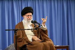 قائد الثورة يدعو الدول الإسلامية إلى تغيير منهج تبعية المتغطرسين العالميين