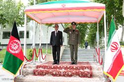 استقبال وزير الدفاع الإيراني لنظيره الافغاني