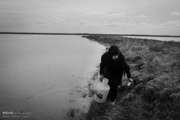 اهالی روستا اب مورد نیاز خود را از سد تهییه میکنند.