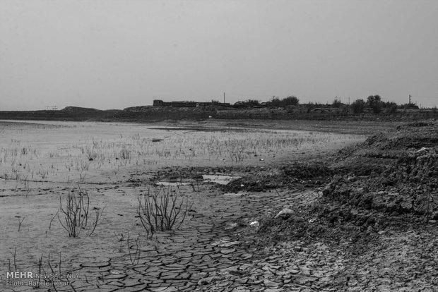 همان نما قبلی از سد و خانه های مجاور در فصل بهار