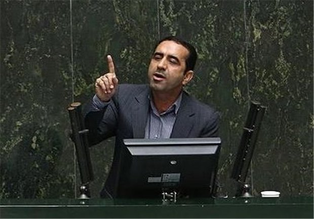 مسئولان بازنشسته خوزستان داوطلبانه کنار بروند/برخی مقاومت می کنند