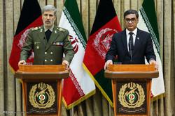 دیدار سپهبد طارق شاه بهرامی وزیر دفاع افغانستان و امیر سرتیپ امیر حاتمی وزیر دفاع ایران