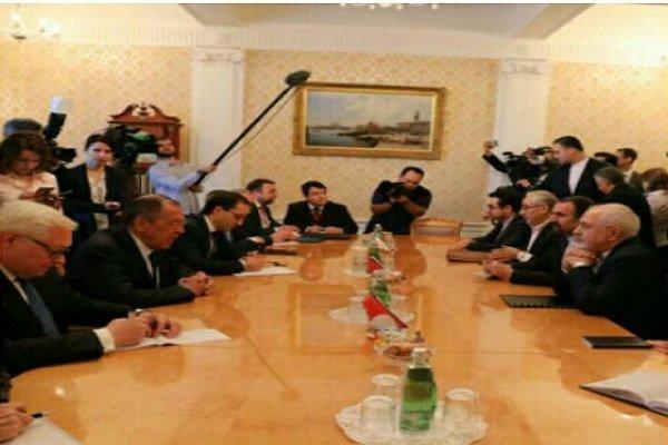 Dışişleri Bakanı Zarif Moskova'da Lavrov ile görüştü