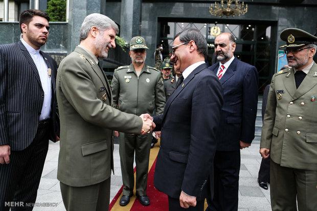 لقاء وزيري الدافاع الإيراني والافغاني