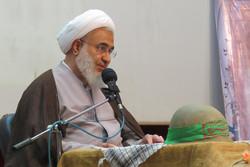 روحانیون در ماه رمضان مردم را با تفسیر و ترجمه قرآن آشنا کنند