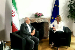 Zarif says Iran on right track to move forward
