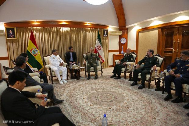 دیدار دریادار جمیل بوردا سوسا فرمانده ارتش بولیوی با امیر سرتیپ حاتمی وزیر دفاع ایران