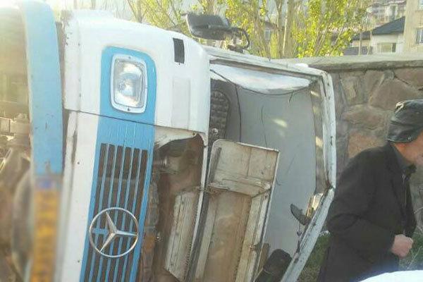 واژگونی مینیبوس در نورآباد ۱۳ مصدوم برجای گذاشت