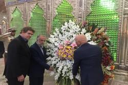 ادای احترام به امام راحل