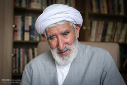 ویژه برنامه رحلت دکتر احمد احمدی روی آنتن می رود