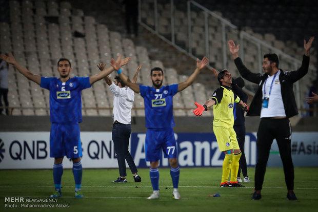 دیدار تیم های فوتبال استقلال  ایران و ذوب آهن ایران