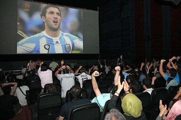 شرایط نمایش فوتبال در سینماها اعلام شد/ چه مجوزهایی لازم است