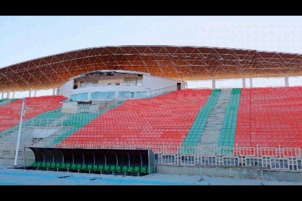 زمین لرزه به ورزشگاه پانزده هزار نفری یاسوج خسارت وارد کرد