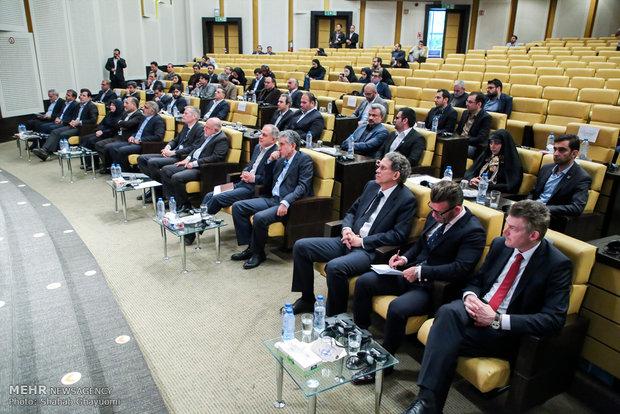 امضای توافقنامه نفتی ایران و انگلیس