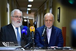 No drop in Iran's oil exports if EU supports nuclear deal: Zanganeh