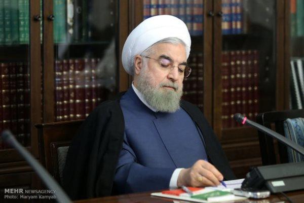 """روحاني يوعز إلى مسؤولي محافظة """"أصفهان""""  بالتحقيق في أسباب اصطدام حافلة بصهريج للوقود"""