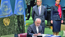 Iranian Foreign Minister Mohammad Javad Zarif signs the Paris Agreement on climate change during a ceremony at the United Nations headquarters in New York, April 22, 2016. (AFP)