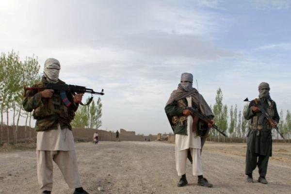 افغانستان میں پولیس اہلکاروں سمیت 10 افراد ہلاک