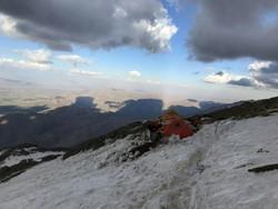 برف فراوان مانع پیدا شدن ۵ کوهنورد مفقودی در دماوند شده است