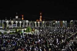 حضور غفير لزوار الامام الرضا (ع) في مراسم احياء ثاني ليلة من ليالي القدر