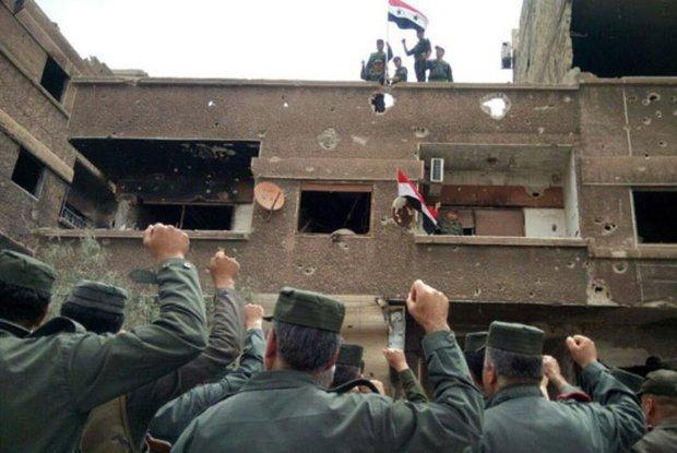 Intl. security forces hoist national flag over al-Hajar al-Aswad,al-Yarmouk Camp
