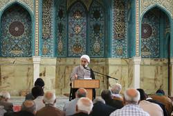 علت انحرافات دوری از قرآن است