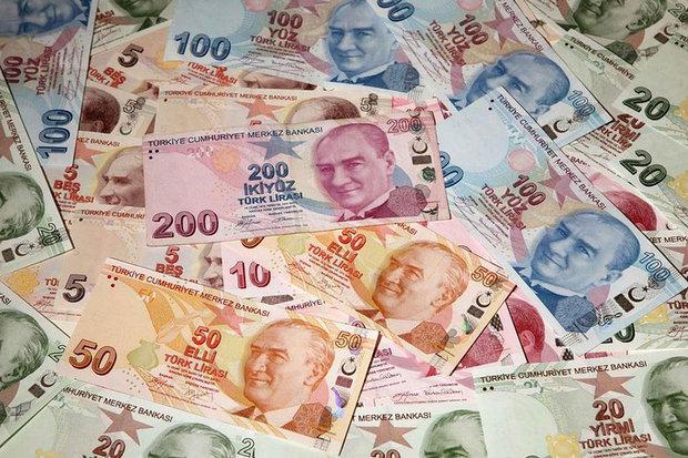العملة التركية تواصل تراجعها أمام الدولار بأقل مستوى على الإطلاق