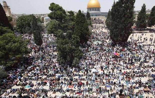 200 ألف مصلٍ يؤدون الجمعة الثانية من رمضان بالمسجد الأقصى