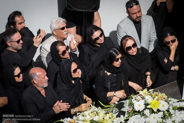 """تشييع الممثل الايراني القدير """"ناصر ملك مطيعي"""""""