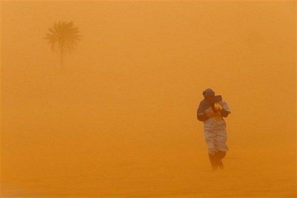 وزش باد با سرعت ۱۲۰ کیلومتر برساعت در زابل/طوفان ادامه دارد