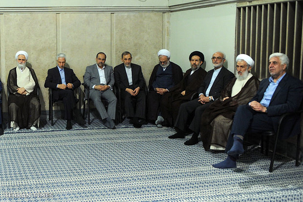 University students meet with Ayatollah Khamenei