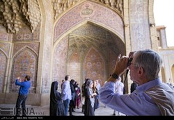 PHOTO: A Western traveler snaps a photo of the intricate stuccowork that embellishes courtyard of Nasir al-Molk Mosque in Shiraz, October 8, 2016. (IRNA/Reza Qaderi)