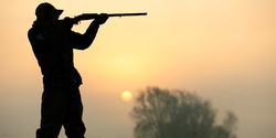 بی احتیاطی پسر در شکار پدر را به کام مرگ برد