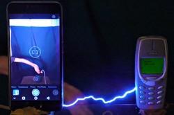 گوشی ۳۳۱۰ جان سخت تر از تلفن های همراه پیشرفته