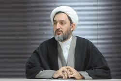 نسبت بین نظامات اسلامی و نظامات غربی تباین است