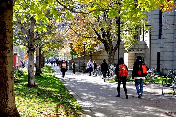 آینده تحصیلی دانشجویان بین المللی در هاله ابهام/ کرونا مانع ادامه تحصیل در خارج