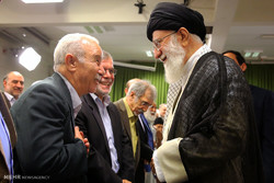 استقبال قائد الثورة الاسلامية للفيف من الشعراء والمثقفين /صور