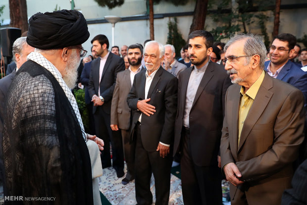 Leader receives poets on Imam Hassan's birth anniversary