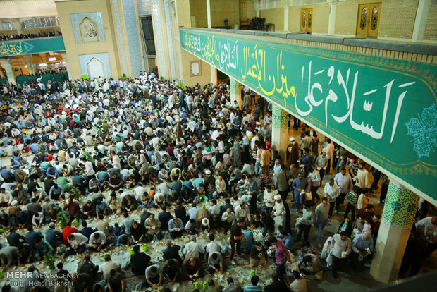 Iftar banquet at Shrine of Fatima Masumeh