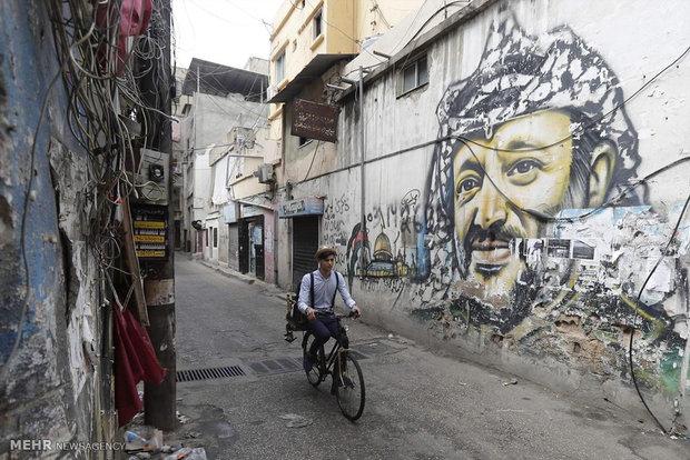 ابوطويلة حلاق جوّال على دراجة هوائية في ضواحي بيروت